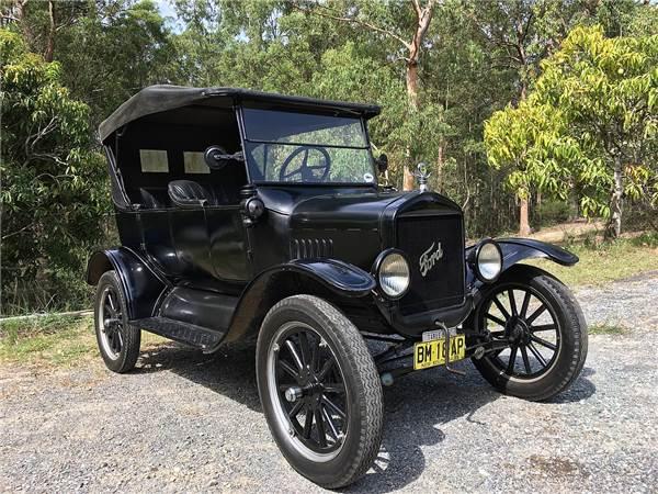 Модель «Форд-Т» чёрного цвета