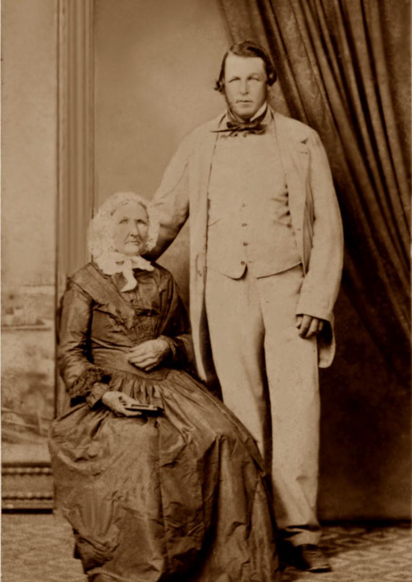 Мария Энн Смит с сыном Томасом.jpg