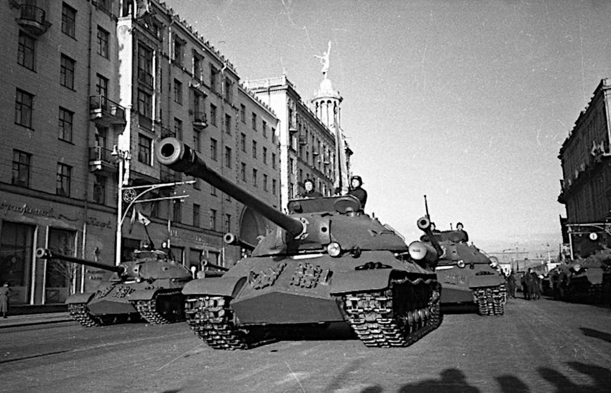 Танки ИС-3 на параде в Москве 1949 год