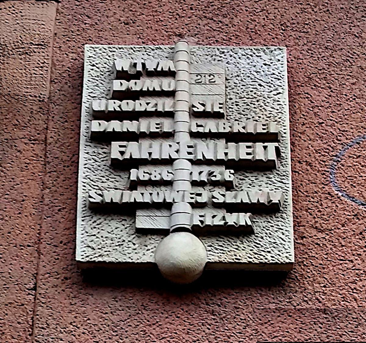 Мемориальная доска на доме Фаренгейта в Гданьске