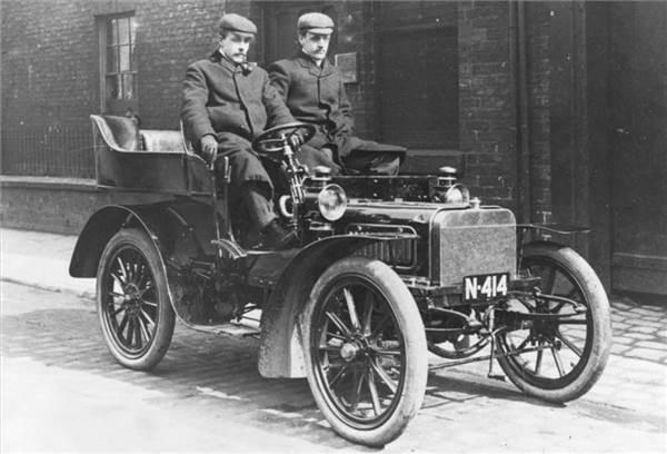 Роллс и Ройс встретились В 1904 году и поехали вместе